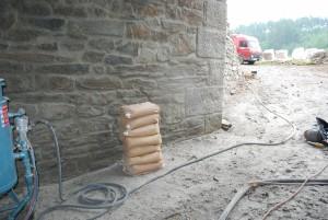 Pískování kamených konstrukcí